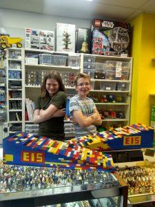 Jevrem und Simon, zwei Schüler der Stadtteilschule Winterhude, haben das Lego-Projekt von Anfang an begleitet.