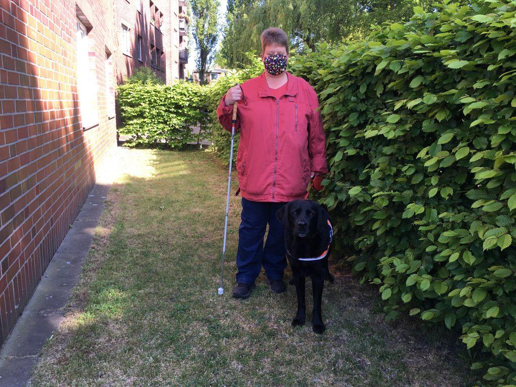 Blindenhund Malte und sein Frauchen Susanne Aatz